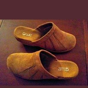 G-wiz women's size 8.5 clogs mules Tan EUC